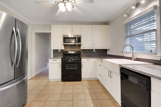 1442-kitchen-from-eat_in-area-2